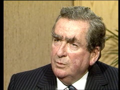 "dennis healey on 1983; england: london: int dennis healey intvw sof. -- we all support."" video ex eng/lib tx'd 29.12.83/c4n archive 19815:... - ピーター・シソンズ点の映像素材/bロール"