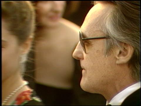 vidéos et rushes de dennis hopper at the 1989 academy awards at the shrine auditorium in los angeles, california on march 29, 1989. - 61e cérémonie des oscars