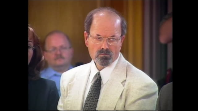 dennis rader, the convicted btk serial killer, is questioned about any history of any mental disorder as he pleads guilt to 10 killings, waving his... - crime or recreational drug or prison or legal trial点の映像素材/bロール