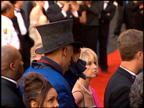 dennis rodman at the 1997 academy awards arrivals at the shrine auditorium in los angeles, california on march 24, 1997. - 第69回アカデミー賞点の映像素材/bロール