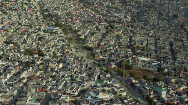 vidéos et rushes de dense neighborhoods in mexico city suburb - quartier résidentiel