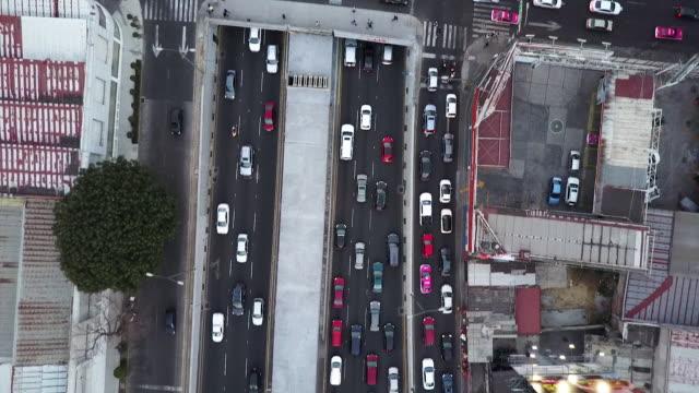 dense traffic on highway in mexico city, overhead aerial - draufsicht stock-videos und b-roll-filmmaterial