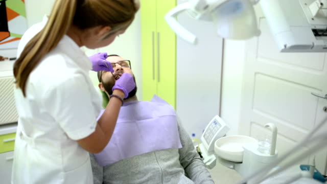 dental hålighet borttagning - borr bildbanksvideor och videomaterial från bakom kulisserna