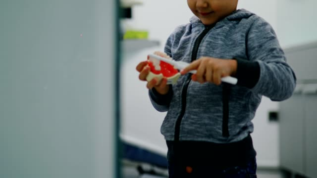 vídeos de stock, filmes e b-roll de educação para a saúde dental - saúde dental