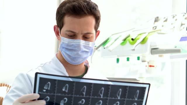 vídeos de stock, filmes e b-roll de resultados do raio x dental - saúde dental