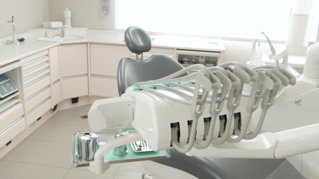 vídeos de stock, filmes e b-roll de consultório dentário  - saúde dental