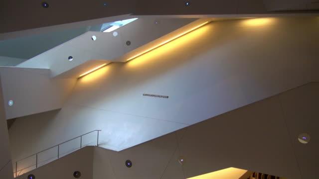 denver art museum interior, denver, colorado - museum stock-videos und b-roll-filmmaterial