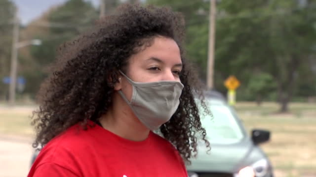 vídeos y material grabado en eventos de stock de kdvr denver co us elijah mcclain protest on aurora streets and interview with woman in face mask on sunday july 12 2020 more than two hundred... - vox populi