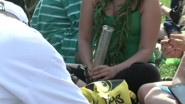 denver colorado where marijuana is legal celebrates 420 the unofficial pot holiday - コロラド州点の映像素材/bロール
