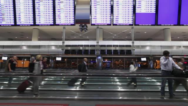 stockvideo's en b-roll-footage met denver international airport interior in denver, colorado - dia