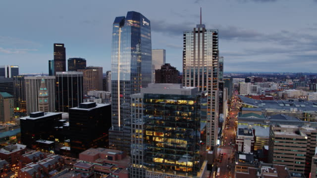 vidéos et rushes de denver skyscrapers glittering at dusk - vue aérienne - colorado