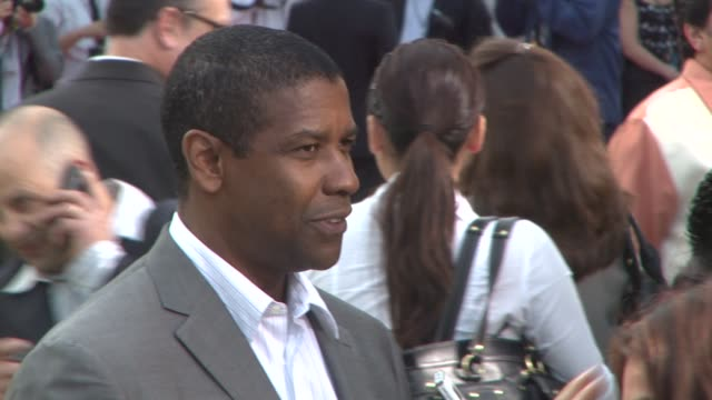 denzel washington at the 'the taking of pelham 1 2 3' premiere at westwood los angeles ca - pelham 1 2 3: ostaggi in metropolitana video stock e b–roll