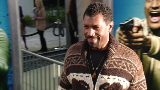 stockvideo's en b-roll-footage met deon cole at keanu los angeles premiere at arclight cinemas cinerama dome on april 27 2016 in hollywood california - cinerama dome hollywood
