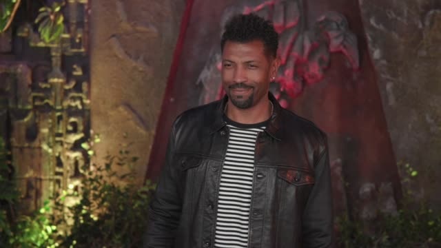 Deon Cole at the 'Jumanji Welcome to the Jungle' Premiere at TCL Chinese Theatre on December 11 2017 in Hollywood California