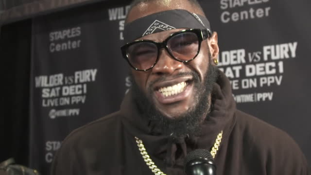 vídeos de stock e filmes b-roll de deontay wilder saying tyson fury and other heavyweights are scared of him because of his mindset - outro tema