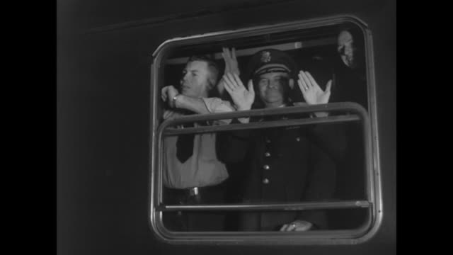 departing from lichterfelde station - 1962年点の映像素材/bロール