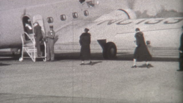 stockvideo's en b-roll-footage met departing plane 1930's - archief