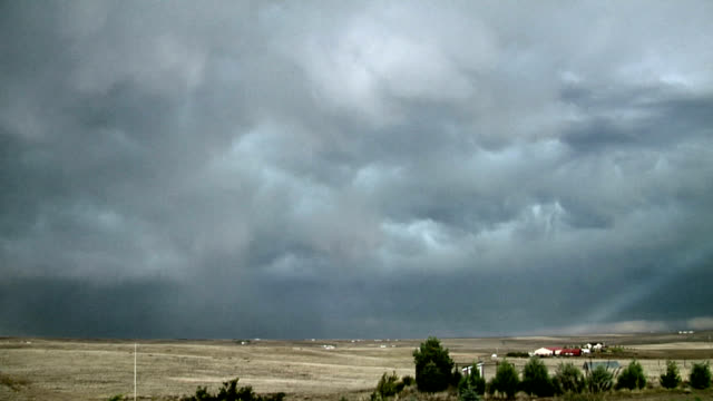 vídeos de stock, filmes e b-roll de departing prairie storm, timelapse - ominoso