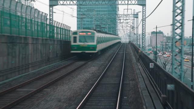 Departing Seoul Subway Line 2