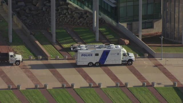 ws aerial zi department homeland security police truck parked out front of oklahoma city federal building / oklahoma city, oklahoma, united states - department of homeland security stock videos & royalty-free footage