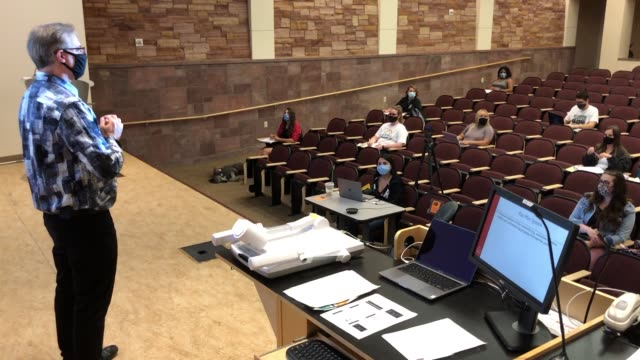 vídeos de stock e filmes b-roll de department of criminal justice chairman and professor dr. joel lieberman teaches jury decision making, a criminal justice class at unlv, amid the... - epidemia