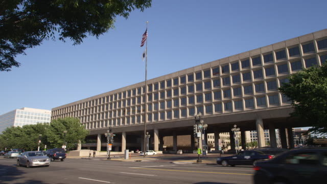 us department of energy forrestal building on l'enfant plaza in washington dc. shot in 2012. - artbeats stock-videos und b-roll-filmmaterial