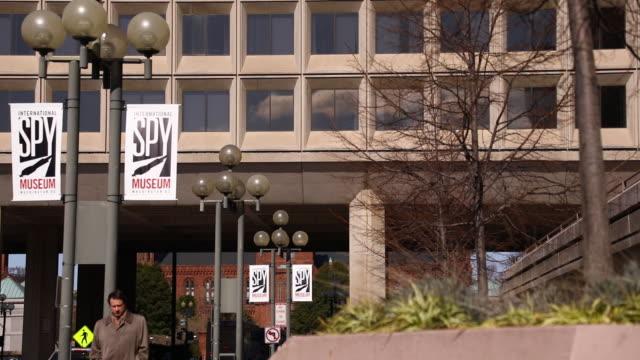 vídeos de stock, filmes e b-roll de us department of energy headquarters stands in washington dc us on friday feb 14 2020 - doe