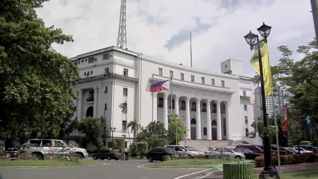vidéos et rushes de ws, department of tourism, rizal park, manila, philippines - style néoclassique