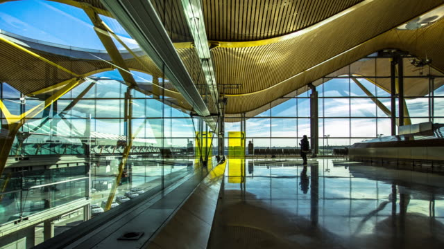 Departures Lounge at Madrid Barajas Airport (Timelapse).