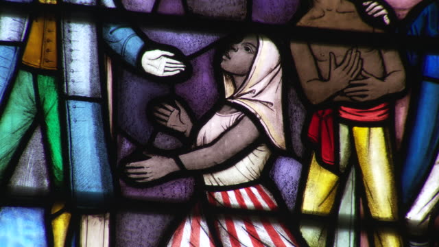depictions of slaves and abolitionists in stained glass - 奴隷点の映像素材/bロール