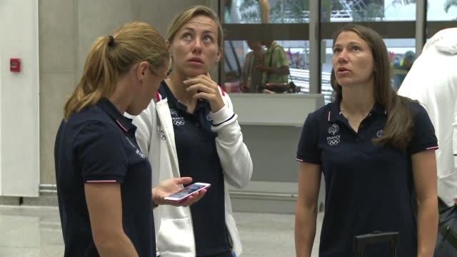 Deportistas de las delegaciones rusa eslovena y francesa llegaron al Aeropuerto Internacional de Rio en medio de un fuerte operativo de seguridad