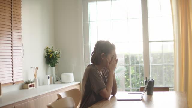 depressed female executive sitting at desk - struggle stock videos & royalty-free footage