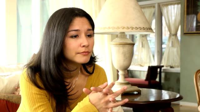 vídeos y material grabado en eventos de stock de deprimida mujer latina solo - mano en la barbilla
