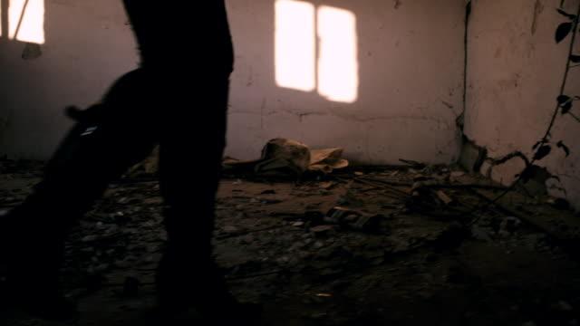 ts を押すの女性\;;ハウス - 人質点の映像素材/bロール