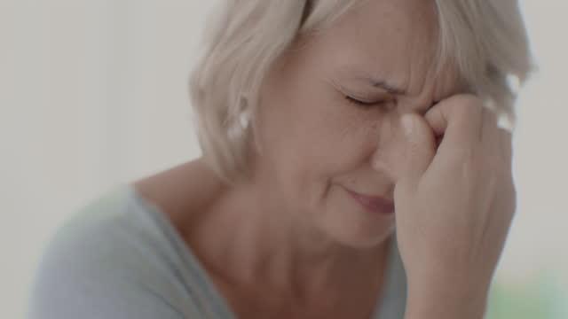 depression bei älteren menschen - verwirrung stock-videos und b-roll-filmmaterial