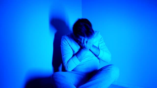 depression - trauerzeit stock-videos und b-roll-filmmaterial