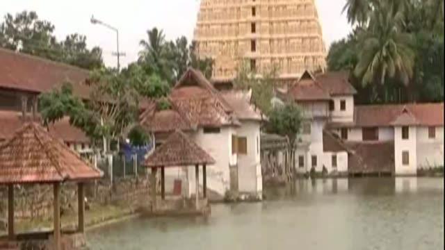 Der sagenhafte Milliardenschatz im sŸdindischen HinduTempel Sree Padmanabhaswamy ist gerade erst entdeckt worden nun sorgen sich die Behorden wie die...