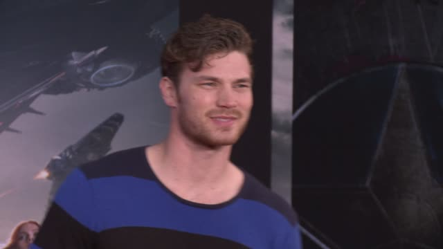 vídeos y material grabado en eventos de stock de derek theler at the captain america the winter soldier los angeles premiere at the el capitan theatre on march 13 2014 in hollywood california - cines el capitán