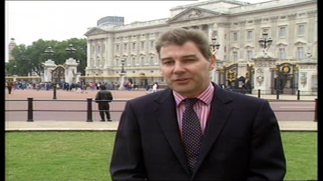 dermot murnaghan tim ewart live ex buckingham palace d)open: itn england: london: gir: ronald allison intvwd - talks about grief / impact on royal... - ダーモット・マーナハン点の映像素材/bロール