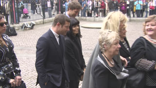 dermot o'leary, claudia winkleman at a service of thanksgiving for the life and work of sir terry wogan at westminster abbey on september 27, 2016 in... - テリー ウォーガン点の映像素材/bロール