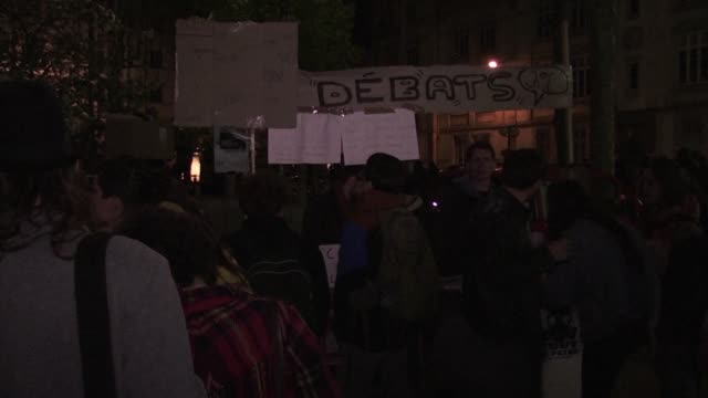 Des rassemblements citoyens Nuit Debout avaient lieu samedi dans pres de 60 villes françaises Depuis le 31 mars le mouvement s'est reuni tous les...
