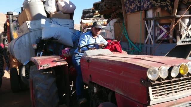 des syriens refugies au liban se preparent a quitter le camp de la ville d'arsal dans la vallee de la bekaa pour regagner leur pays d'origine et la... - lebanon country stock videos & royalty-free footage