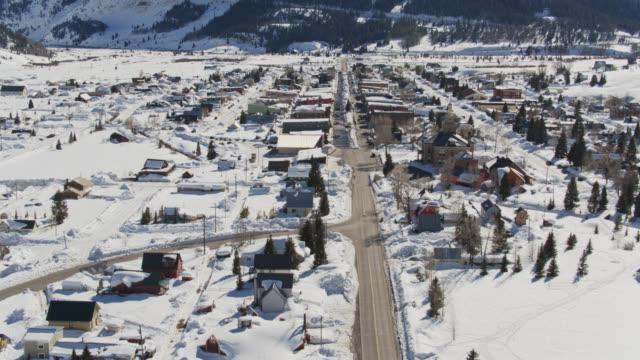 descending aerial of silverton, colorado - small town america stock videos & royalty-free footage