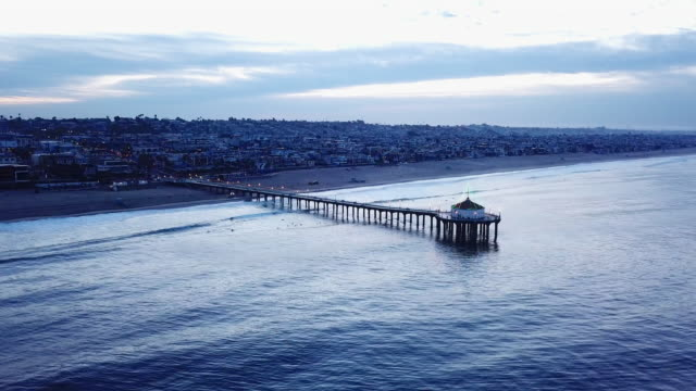 stockvideo's en b-roll-footage met descending aerial of the pier in manhattan beach - gazebo
