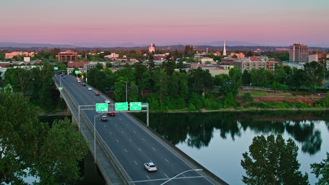 descending drone shot of evening traffic on center st bridge heading into salem, oregon - oregon us state stock videos & royalty-free footage