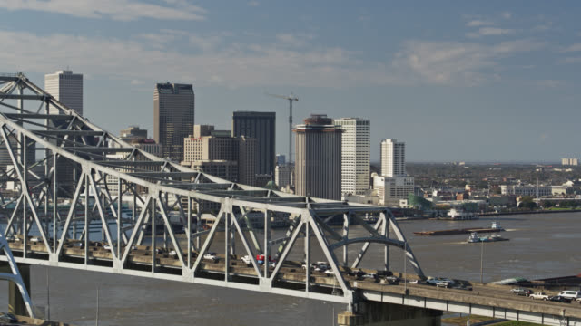 descending drone shot of mississippi and crescent city connection bridge, new orleans - new orleans stock videos & royalty-free footage