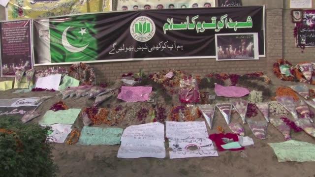 desde 2008 islamabad no aplicaba la pena capital pero este lunes dias despues de que un comando taliban matara cerca de 150 personas el gobierno dijo... - personas stock videos & royalty-free footage