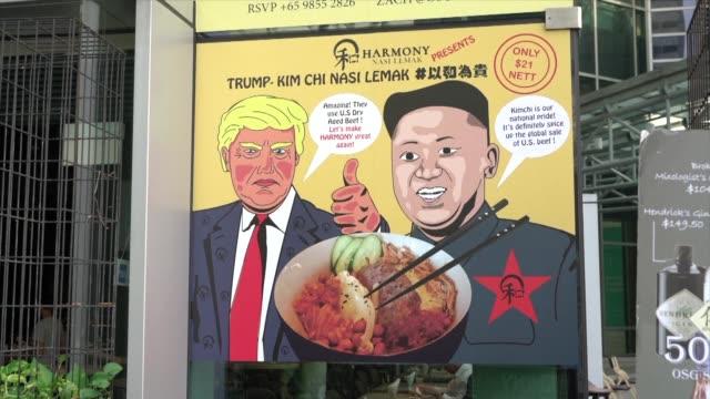 desde los tacos el gringo o el hombre cohete hasta versiones del famoso platillo local nasi lemak los restaurantes de singapur estan usando su... - comida stock videos & royalty-free footage