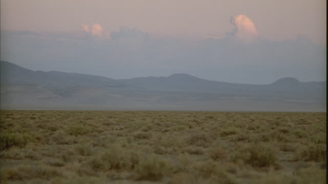 ws, pan, desert and mountains at sunset, tonopah, nevada, usa - wide shot stock videos & royalty-free footage