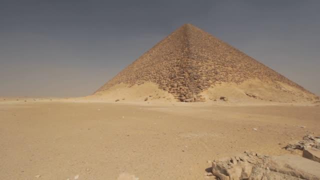desert and pyramid - ピラミッド点の映像素材/bロール